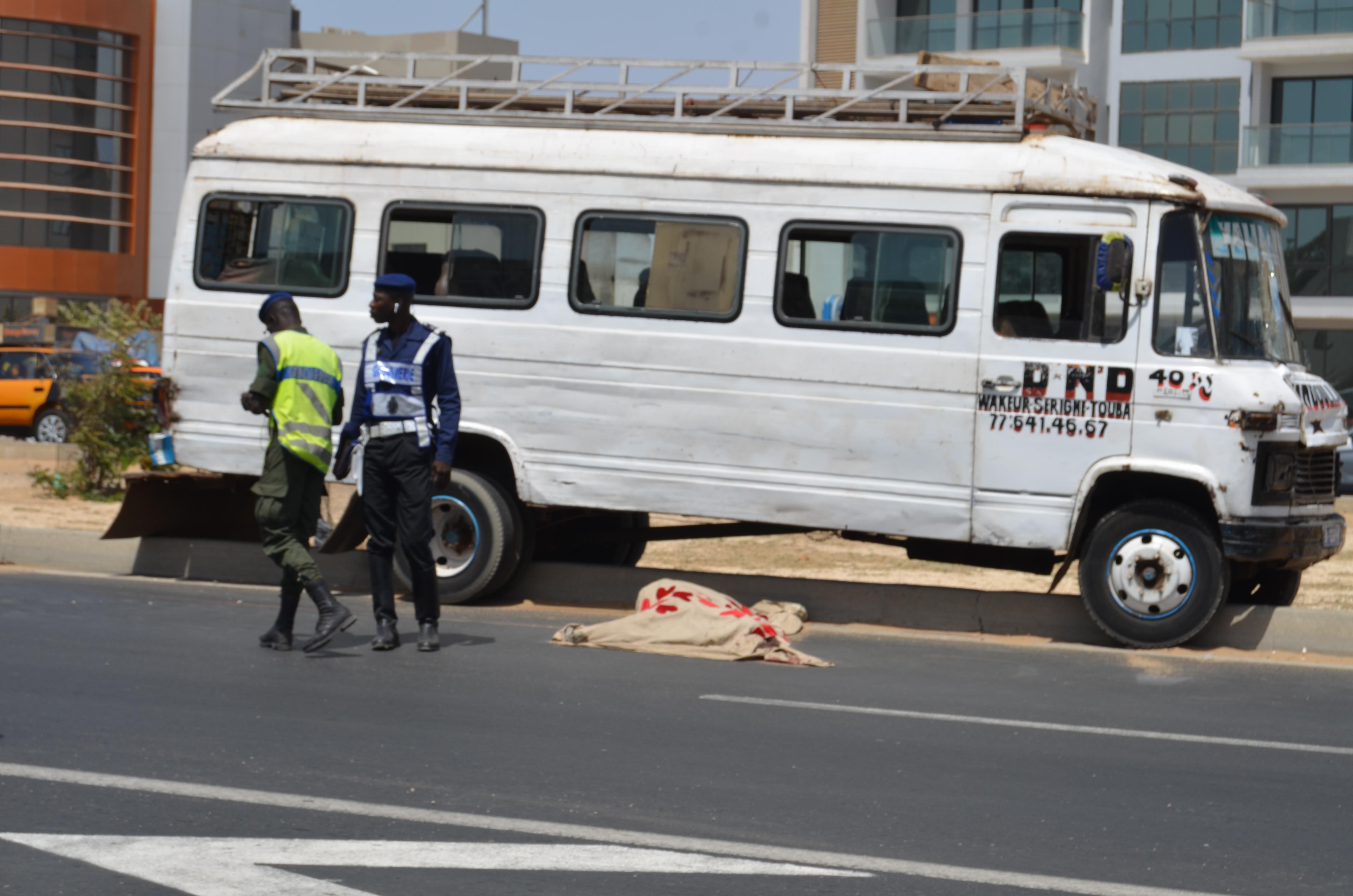 Vidéo-Accident de la circulation: Un homme de 70 ans mortellement fauché par un car Ndiaga Ndiaye sur la Vdn…